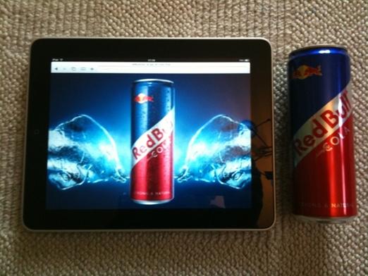 grössenvergleich ipad - red bull cola